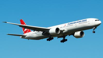 A picture of TCJJH - Boeing 7773F2(ER) - Turkish Airlines - © Douwe C. van der Zee