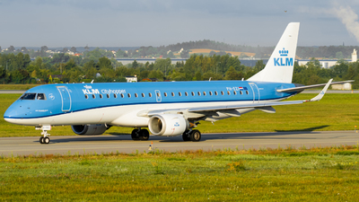 A picture of PHEZI - Embraer E190STD - KLM - © Damian Maciejak