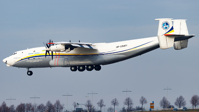 A picture of UR09307 - Antonov An22A - Antonov Design Bureau - © Paul Kalbitz