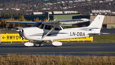LN-DBA - Cessna 172S Skyhawk SP - Værnes Flyklubb