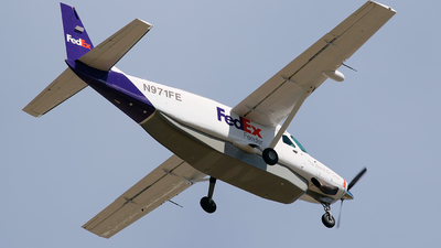 A picture of N971FE - Cessna 208B Super Cargomaster - FedEx - © Angel Natal
