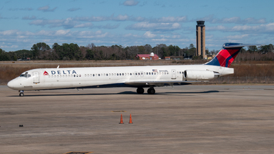 A picture of N990DL - McDonnell Douglas MD88 - [53342] - © Devin | Charleston.Spotter