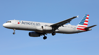A picture of N926UW - Airbus A321231 - American Airlines - © Len Schwartz