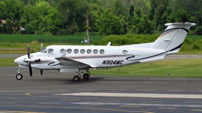 N904MC - Beechcraft 300 Super King Air - Private