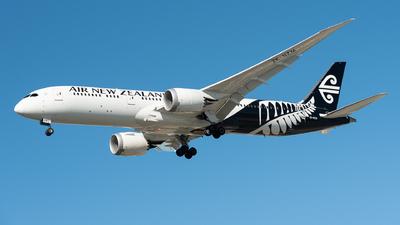 A picture of ZKNZM - Boeing 7879 Dreamliner - Air New Zealand - © Steve Worner