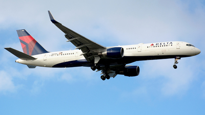 N823DX - Boeing 757-26D - Delta Air Lines
