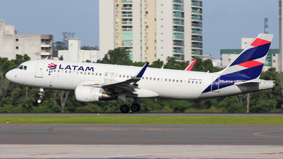 PR-TYK - Airbus A320-214 - LATAM Airlines