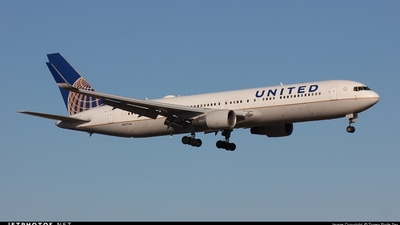 N677UA - Boeing 767-322(ER) - United Airlines