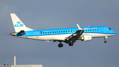 A picture of PHEXC - Embraer E190STD - KLM - © R. Eikelenboom