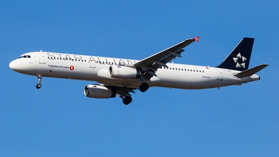 A picture of TCJRS - Airbus A321231 - Turkish Airlines - © Simi