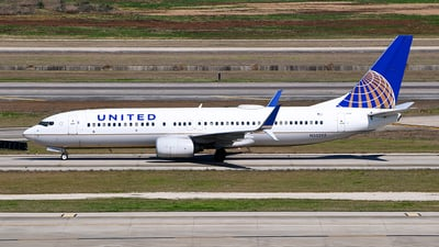 A picture of N33292 - Boeing 737824 - United Airlines - © Rocky Wang