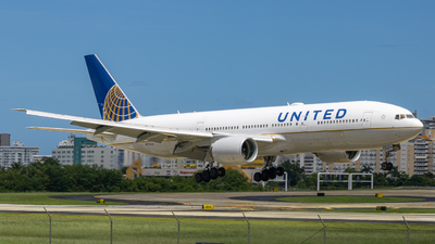 A picture of N774UA - Boeing 777222 - United Airlines - © Omar Y. Pérez
