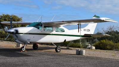 VH-DZH - Cessna 210L Centurion II - Kalbarri Scenic Flights