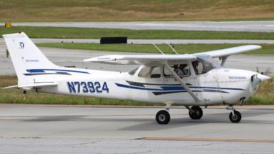 A picture of N73924 - Cessna 172N Skyhawk - [17267748] - © ajwebb