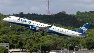 A picture of PRAXB - Embraer E195AR - Azul Linhas Aereas - © Eduardo Salesp