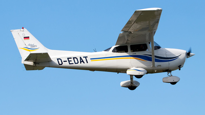 A picture of DEDAT - Cessna 172S - [172S8132] - © Oliver Richter