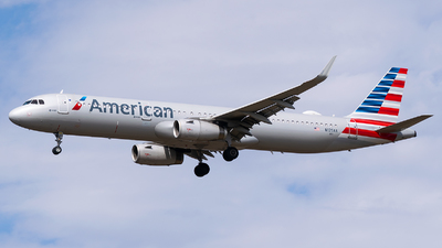 A picture of N125AA - Airbus A321231 - American Airlines - © Evan Dougherty