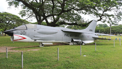 48661 - Vought F-8P Crusader - Philippines - Air Force