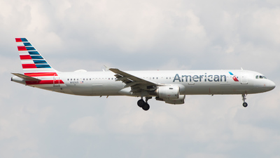 A picture of N163US - Airbus A321211 - American Airlines - © wheat