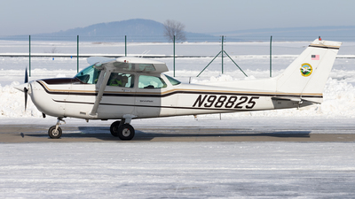 A picture of N98825 - Cessna 172P Skyhawk - [17276364] - © Arne P.