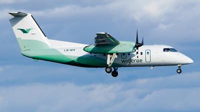 A picture of LNWIV - De Havilland Canada Dash 8100 - Wideroe - © Laszlo Fekete