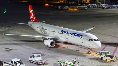 A picture of TCJRF - Airbus A321231 - Turkish Airlines - © Steffen Müller
