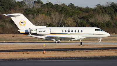 A picture of N143RL - Hawker 4000 Horizon - [RC25] - © Kevin Porter
