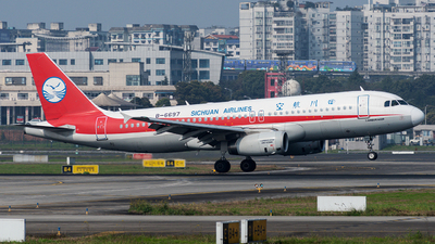 A picture of B6697 - Airbus A320232 - Sichuan Airlines - © Mr.Huang