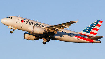 A picture of N715UW - Airbus A319112 - American Airlines - © Alec Mollenhauer