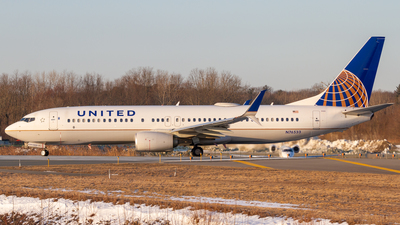 A picture of N76533 - Boeing 737824 - United Airlines - © Elliott F Martin