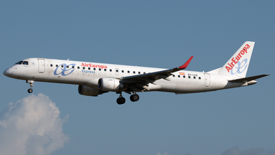 A picture of ECLCQ - Embraer E195LR - Air Europa - © PAUL LINK