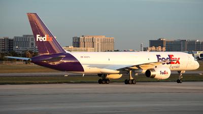 A picture of N965FD - Boeing 757258(SF) - FedEx - © Adam Juriga