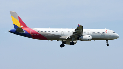 HL7790 - Airbus A321-231 - Asiana Airlines