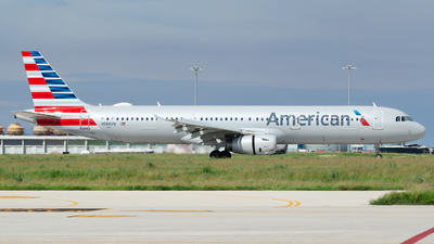 A picture of N586UW - Airbus A321231 - American Airlines - © Nito
