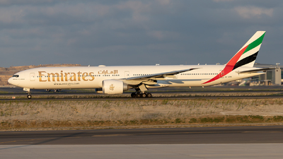 A6-ENK - Boeing 777-31HER - Emirates