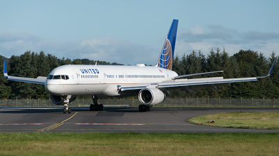 N13110 - Boeing 757-224 - United Airlines