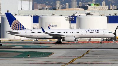 N12125 - Boeing 757-224 - United Airlines