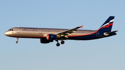 A picture of VPBTR - Airbus A321211 - Aeroflot - © C. v. Grinsven