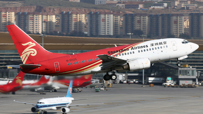 A picture of B5025 - Boeing 7377BX - Shenzhen Airlines - © YIJING HOU