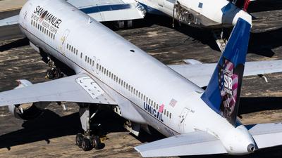 A picture of N565UA - Boeing 757222 - [26669] - © Alex Crail
