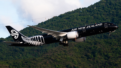 A picture of ZKNZE - Boeing 7879 Dreamliner - Air New Zealand - © Ka Hung Yue