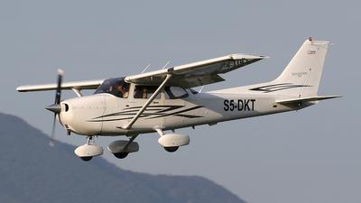 A picture of S5DKT - Cessna 172S Skyhawk SP - [172S10622] - © Borut