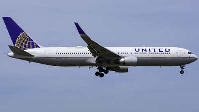 N641UA - Boeing 767-322(ER) - United Airlines