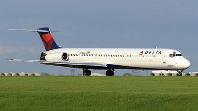 N922DL - McDonnell Douglas MD-88 - Delta Air Lines