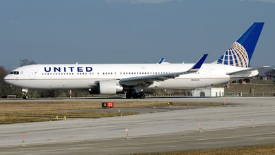 N666UA - Boeing 767-322(ER) - United Airlines