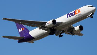 A picture of N161FE - Boeing 7673S2F(ER) - FedEx - © Giovanni Segarra Ortiz