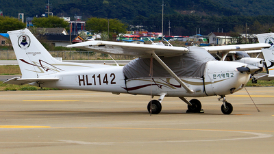 HL1142 - Cessna 172S Skyhawk SP - Hanseo University