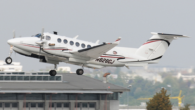 N828CJ - Beechcraft B300 King Air 350 - Private