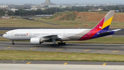 A picture of HL7700 - Boeing 77728E(ER) - Asiana Airlines - © BiggyHsia
