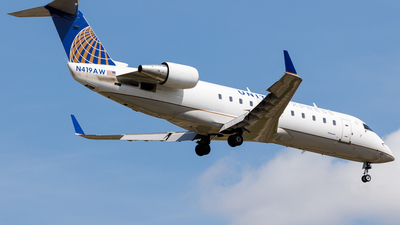 A picture of N419AW - Mitsubishi CRJ200LR - United Airlines - © Martin Pinnau